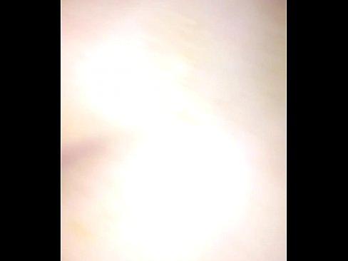 Tiener krijgt een monsterlijke lul in haar anus
